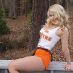 Hooters Girl - Picture 7